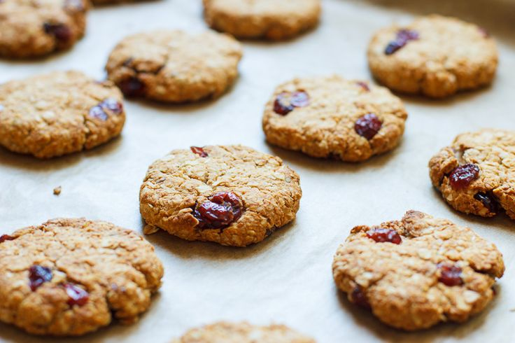 Kokos cranberry havermoutkoekjes - lekker bij het ontbijt of als tussendoortje.