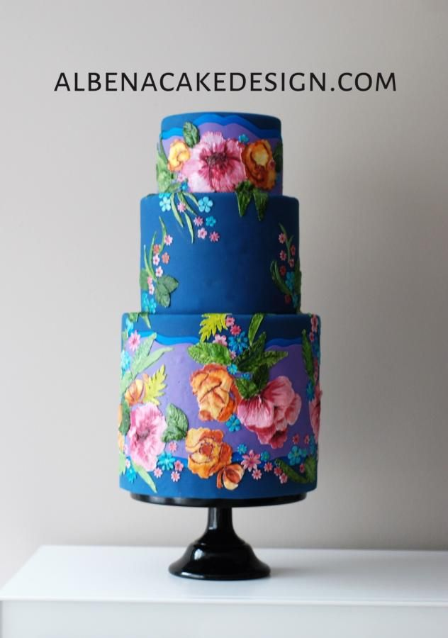 Another cake inspired by the art of VIennese designer Susanne Bisovsky. I am in love with the richness and boldness of the color and texture combinations of her designs. Forever enchanted.