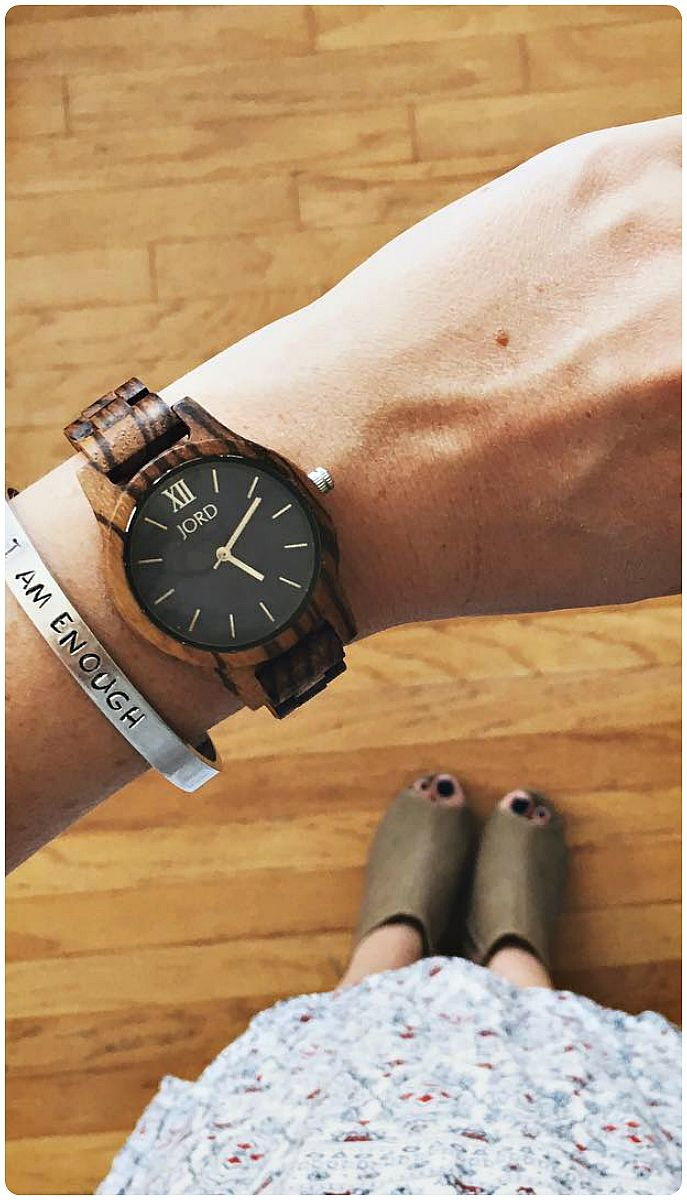 Time to look cute - nailed it. Love you @embergreyblog! | Find her watch and…