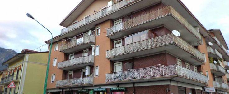 In località Torelli di Mercogliano, propone appartamento composto da ingresso, soggiorno, camera letto, cucina e bagno. Ampie balconate.