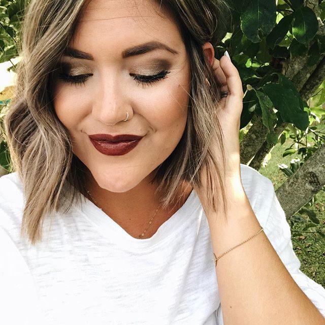 Manchmal braucht das Leben nur ein bisschen G L A M. ✨ Ich dachte, diese Lippenfarbe …   – Fall Makeup and Hair