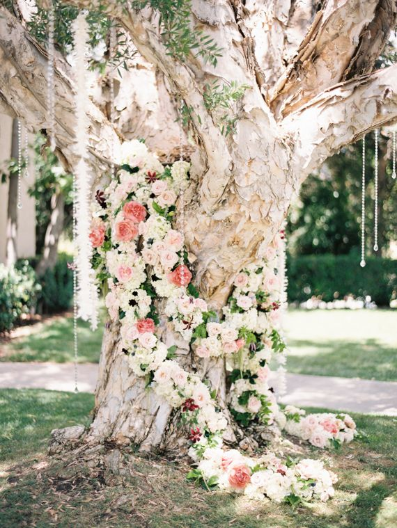 Floral garland | Photo by Ashley Kelemen | Greenery and Floral Garland Wedding Decoration | fabmood.com #garland #weddingdecoration #wedding