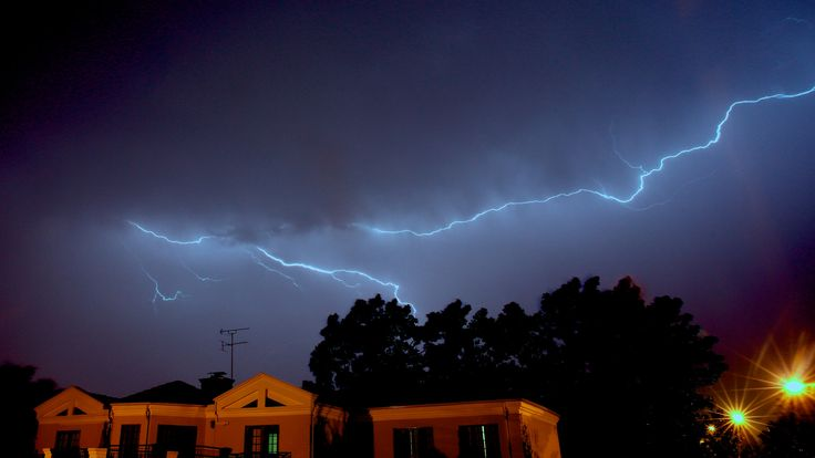 https://flic.kr/p/Ny8j2o | thunder and lightning over Kyalami | we had a nice long thunder storm last night.