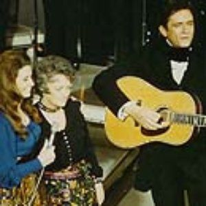 The Carter Family (June, Anita, Helen) and Johnny Cash sing to Maybelle Carter - Dear Mama