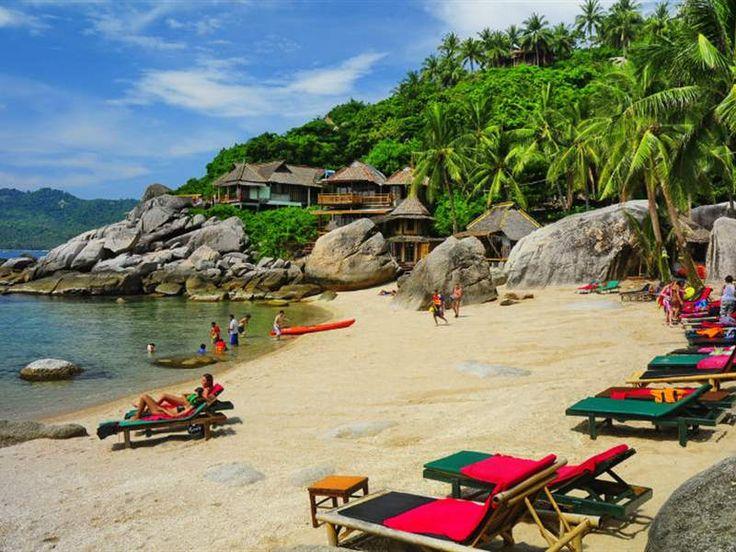Τζάμσον Μπέι, Κο Τάο, Ταϊλάνδη-Το νησί Κο Τάο με τις αμέτρητες φοινικιές, που «πλέει» γαλήνια στον Κόλπο της Ταϊλάνδης, πήρε το όνομά του από τις πολυάριθμες θαλάσσιες χελώνες που κατοικούν στις ακτές του.