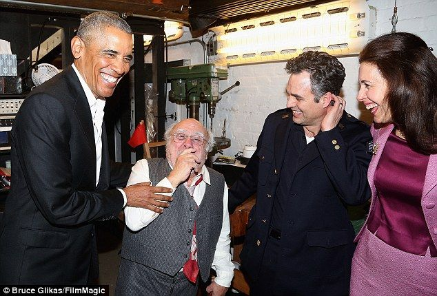 (L-R) Barak Obama, Danny DeVito, Mark Ruffalo and Jessica Hecht chat backstage. In The Pri...