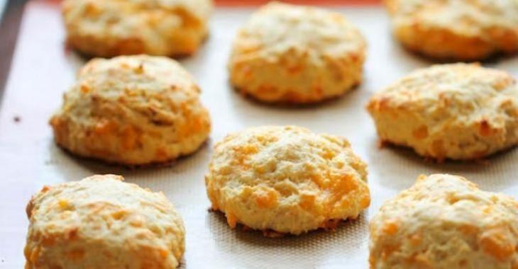 Découvrez une recette de biscuits au cheddar style Red Lobster...