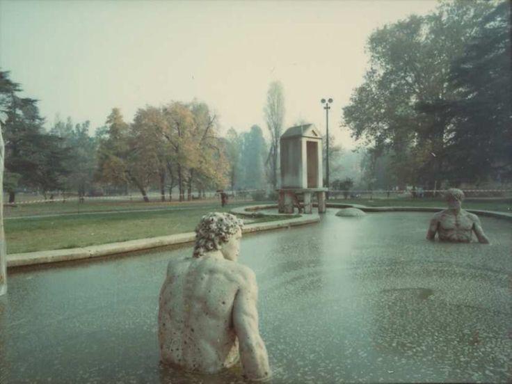 Luigi Ghirri, La fontana di De Chirico al Parco Sempione di Milano