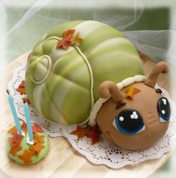 Made a snail cake for Esme's birthday party that had a similar shape, but details and colors were quite different. snail cake by: neiti näpertäjä