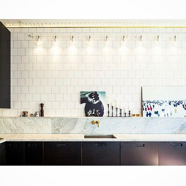 #black #svart #valchromat #mässing #brass #vola #marmor #marble #bianco #biancocarrara #exclusive #exklusiva #köksluckor #kök #luckor #kitchen #cabinets #kitchencabinets #köksinredning #köksinspiration #kitchendesign #kitcheninterior #interior #interör #design #decor #interiorinspiration