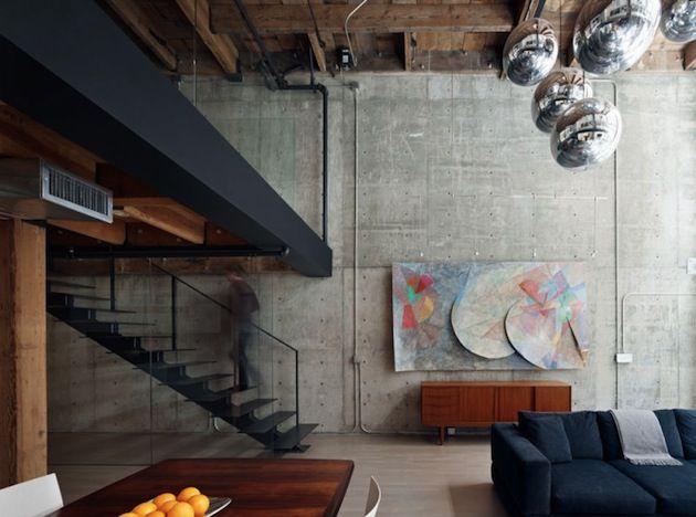 """Renovações de espaços antigos podem ser difíceis quando o edifício tem um caráter histórico. o """"The Old Oriental Warehouse"""" no distrito de South Beach em São Francisco é um exemplo de excelência em renovação. Em 2010 o antigo armazem foi transformado em luxuosos lofts urbanos, ..."""