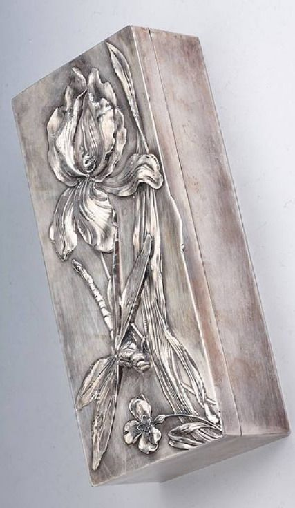 Art nouveau box, metal silver plated, France approx. 1900, floral decor with water plant and dragonfly, inside with wood, original possibly for saving gloves, now: saving for cigars, approx. 28 x 12.5 x 6.5 cm, hugh quality, signs of usage | JV