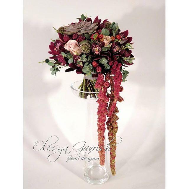 Свадебный букет в цвете марсала с орхидеями, суккулентами и бархатным амарантом для невесты Юлии. В комплекте украшение прически - флористическая заколка Больше фото в группе вк, активная ссылка в профиле. | #olesyagavrishflowers #букетневесты #свадебныйбукет #bridalbouquet #weddingbouquet #марсала #marsala #орхидеи #orchids #пионовидныерозы #суккуленты #амарант #wedding #weddingflowers #weddinginspiration #свадьба #свадебныйфлорист #wed #inspiration #instawedding #weddingideas #vcsoflowers…