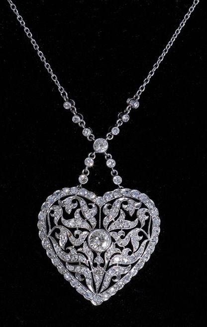 Heart pendant necklace, France, ca. 1910, diamonds, platinum, 2.8 × 2.7cm, 8.4g, 39.5cm