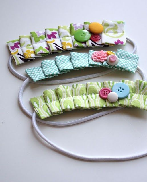 passo a passo http://www.craftinessisnotoptional.com/2011/01/pleated-headband-tutorial.html