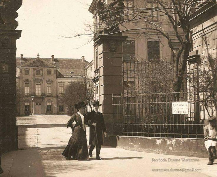 Pałac Czapskich znajdujący się przy Krakowskim Przedmieściu, 1911 rok. https://www.facebook.com/WarszawaDawna/photos/a.1536836606628896.1073741831.1536477876664769/1617976031848286/?type=3&theater