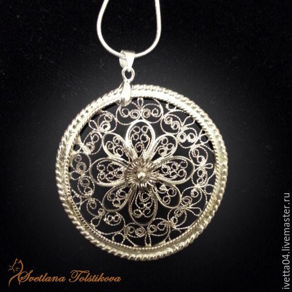 Круглый кулон с кружевным узором в технике филигрань из мельхиора. filigree jewelry