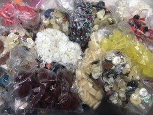 Offera 20 buste di bottoni colori misti circa 500-600pz