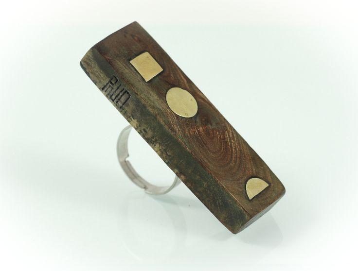 Cubic center ring, plum wood/bronze, 5 cm. www.leontinpaun.ro Buy online - www.fine-art.ro