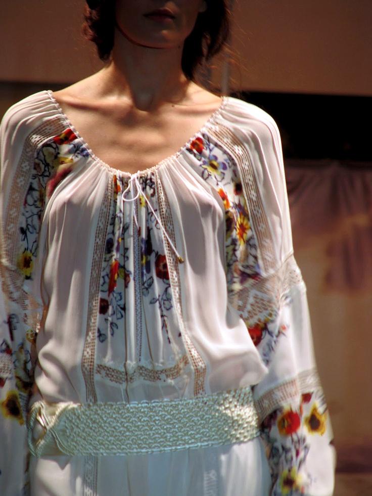 the best folk blouse is made by Valentina Vidrascu