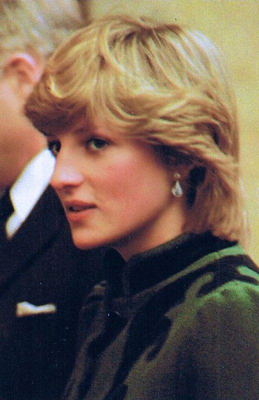 Diana & Charles - Leeds, England, 29 Mars 1982 - Suite _&_ Diana a une des ses activités