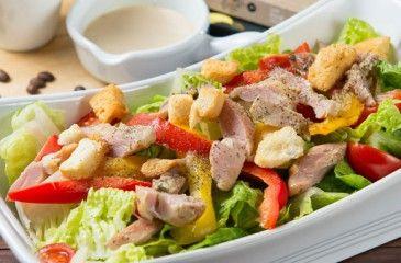 Салат с копченой грудкой  - простые и вкусные рецепты с фото. Салаты с копченой куриной грудкой