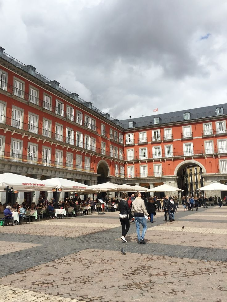 Madrid City Guide - Plaza Mayor