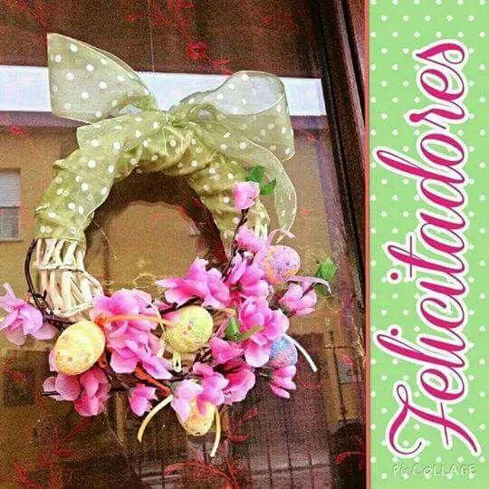 Ghirlanda pasquale da mettere sul portone con decorazioni floreali adatte anche alla primavera...