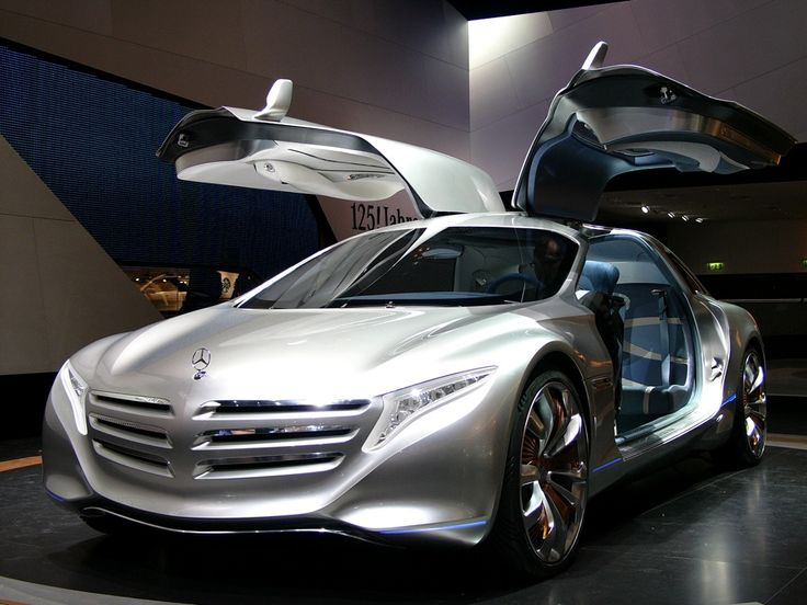 Mercedes Benz 125 hydrogen fuel cell concept.  Yes, please.