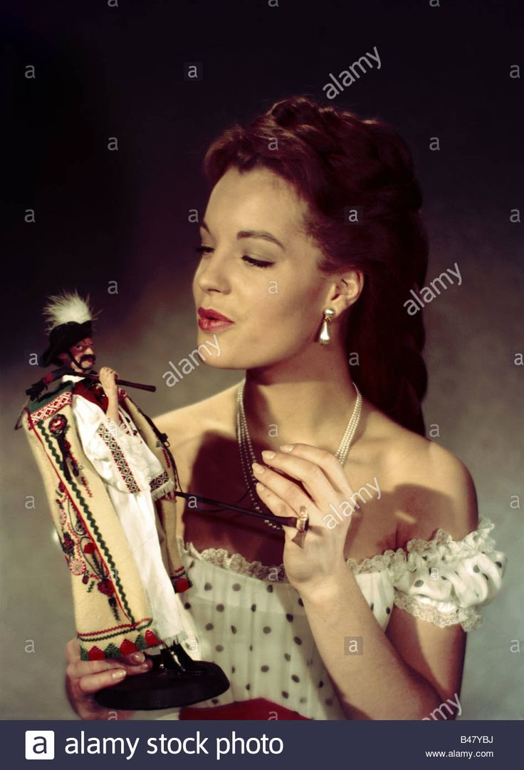 Download this stock image: Schneider, Romy, 23.9.1938 - 29.5.1982, German actress, half length, PR photo from movie Sissi - Schicksalsjahre einer Kaiser - B47YBJ from Alamy's library of millions of high resolution stock photos, illustrations and vectors.