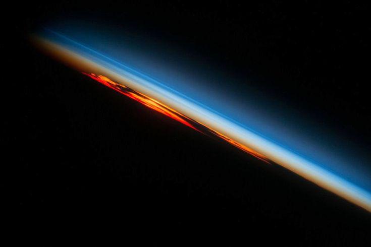 Západ slunce z vesmíru Foto NASA