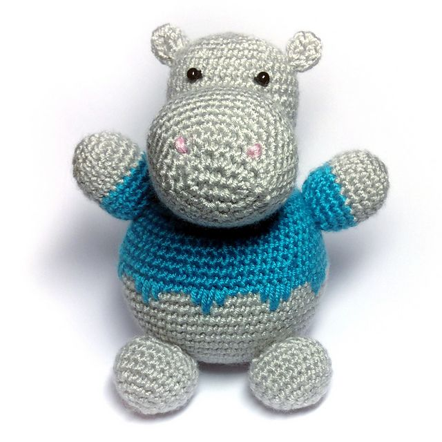 Hippo pattern by Mary Glazacheva, available as a free Ravelry download