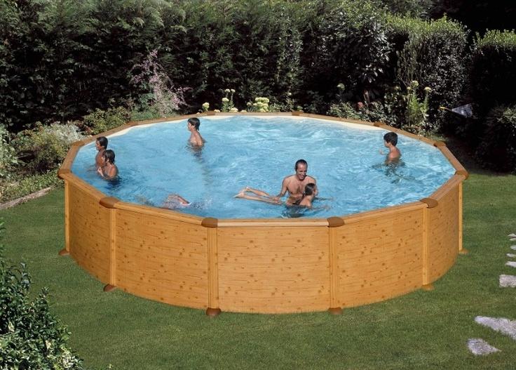 -Piscina Antigua rotonda Technypools-Naturale armonia tra il giardino ed il legno della piscina.  Vasca circolare in simil-legno ad effetto TEK con speciale trattamento anti corrosivo. #wood #piscina #legno #giardino #garden