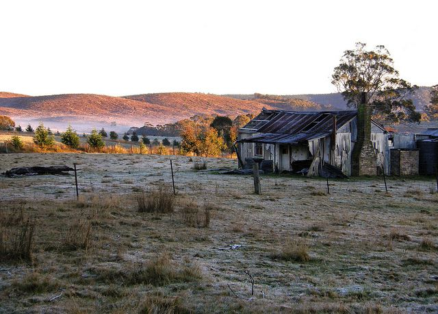 Old Australian Farmhouse. Looks like a frosty morning.