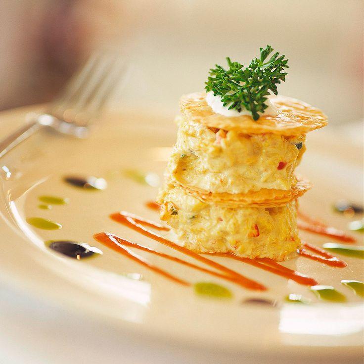 Descubre como preparar paso a paso la receta de Milhojas de mousse de salmón. Te contamos los trucos para que triunfes en la cocina con Pescados para chuparse los dedos