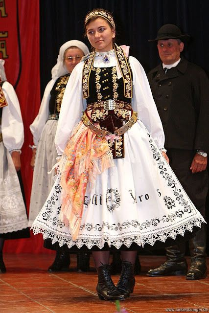 FolkCostume&Embroidery: Overview of the peoples and costumes of Transylvania
