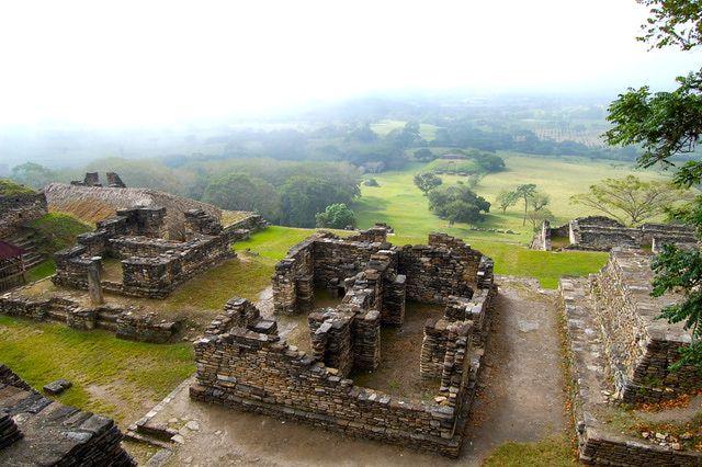 Conoce la pirámide más grande de México en Toniná