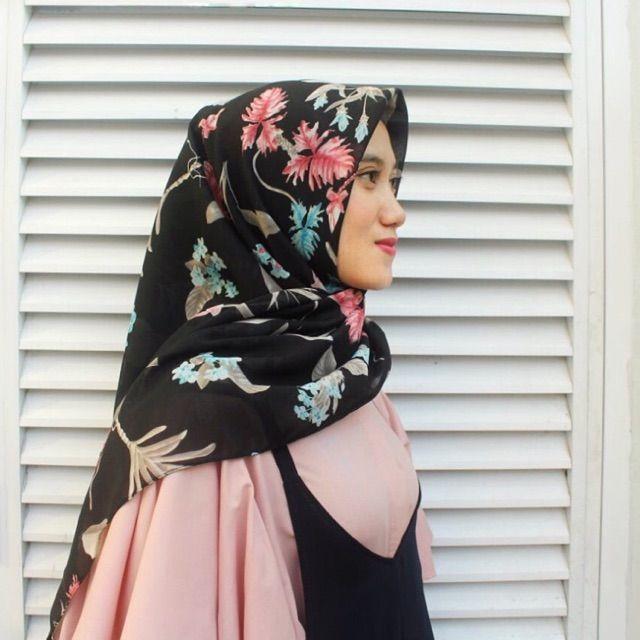 Saya menjual Hijab Segi Empat seharga Rp38.000. Dapatkan produk ini hanya di Shopee! https://shopee.co.id/veils/400815832 #ShopeeID