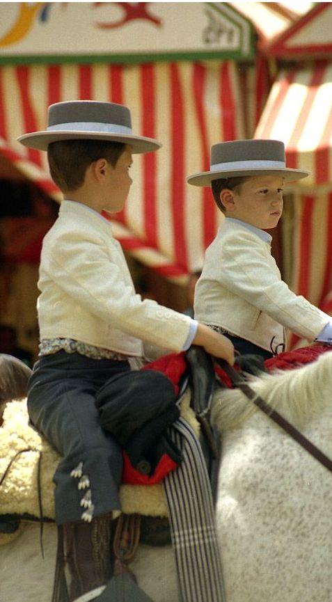 SPAIN / ANDALUSIA / Festivities - Fiestas de España: Andalucía - Ya huele a feria