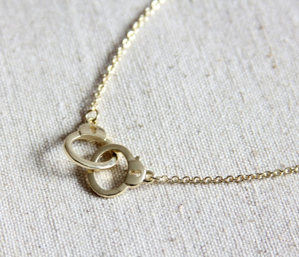 Handcuff Necklace: Gift, Style, Handcuff Necklace Fifty, Handcuff Necklace Want, Diy Jewelry, Necklaces, Handcuff Necklace Why, Friend, Handcuff Necklace Love
