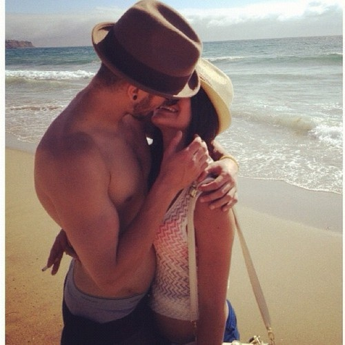: At The Beaches, Fashion Couple, Couple Poses, Perfect Couple, Love Couple Kiss, Couple Pictures, Beaches Bum, Beaches Lovers, Romance