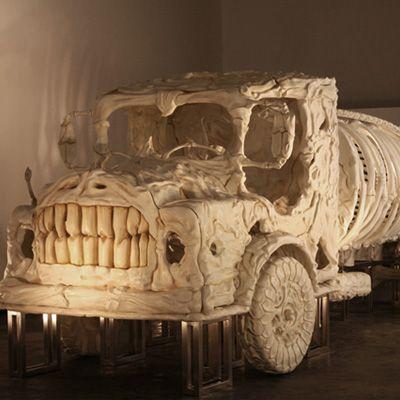 Jitish Kallat é um artista indiano de 40 anos que tem como tema recorrente em seu trabalho a mortalidade das coisas