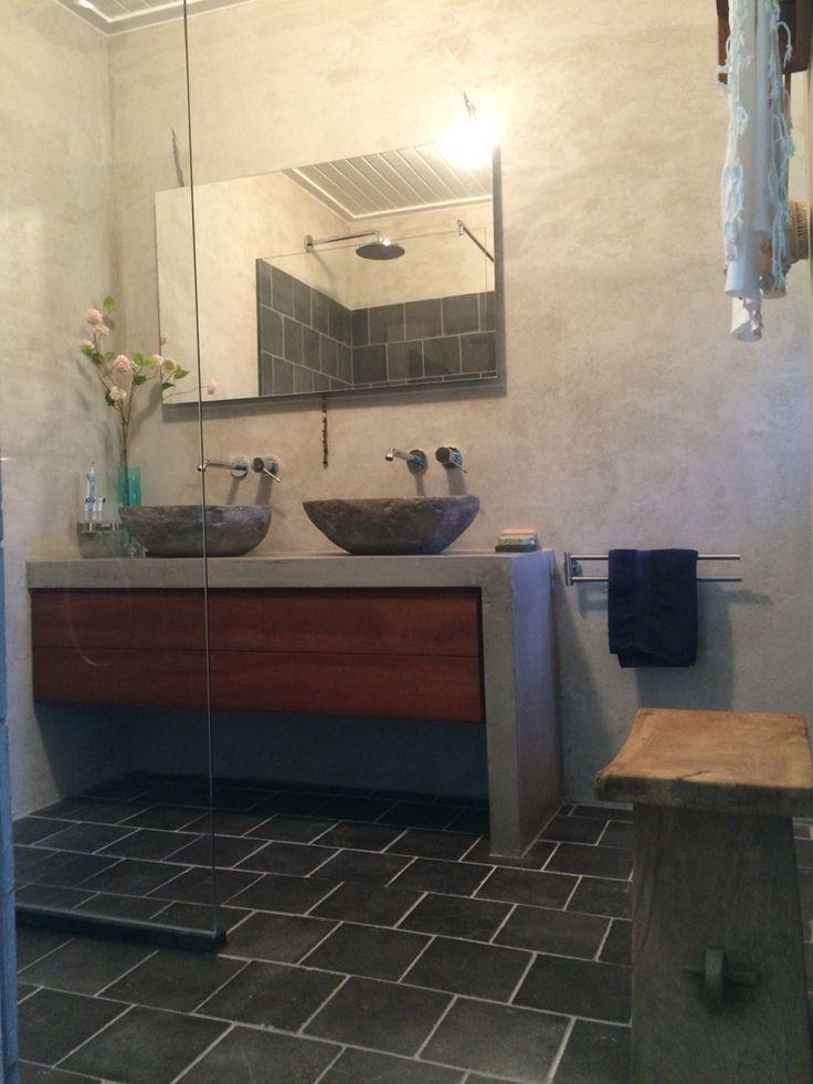 25 beste idee n over betonnen wastafel op pinterest beton badkamer wastafels en kranen - Deco badkamer meubels ...