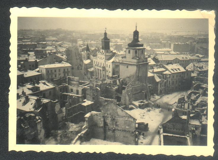 Lublin Krakowskie Przedmieście and Krakowska Gate after 1939 german bombardments.