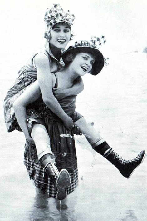 Gloria Swanson and Phyllis Haver - 1917 - Mack Sennett Bathing Beauties. This is one of my favourite photo's of Gloria, what a pretty smile!