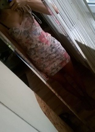 Kup mój przedmiot na #vintedpl http://www.vinted.pl/damska-odziez/krotkie-sukienki/13195509-kwiecista-obcisla-sukienka-topshop