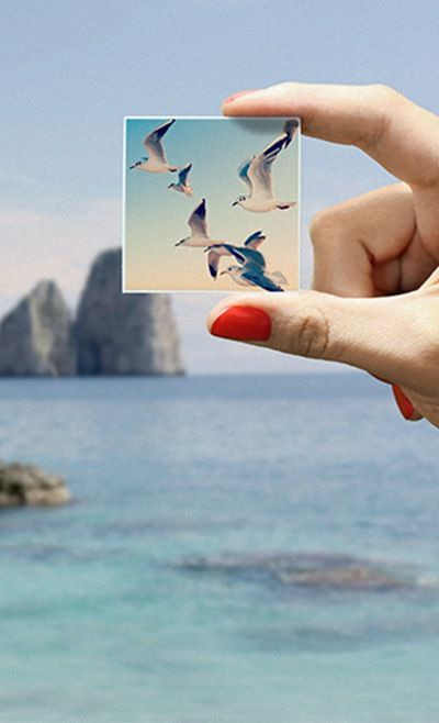 These cute magnets can be made with photos from your Instagram, camera-roll or desktop. A nice idea to stick your memories around! And they do free delivery worldwide. ==