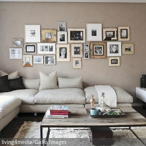 Nice Ein Wohnzimmer Im Natürlichen Look: Die Beigefarbene Eckgarnitur Wurde Mit  Einem Hochflorigen Teppich Und Einem