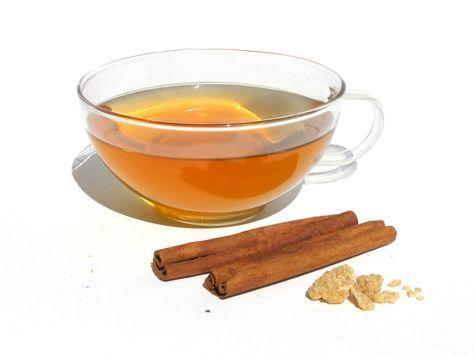 El canelazo al igual que el té de manzana y canela, es una bebida caliente que hace tu cuerpo entre en temperatura. Es común consumirlo en Bogotá, sus bajas temperaturas lo hacen el perfecto compañero para una noche capitalina. Es muy conocido en Colombia por combinar el sabor de la canela y los clavos d