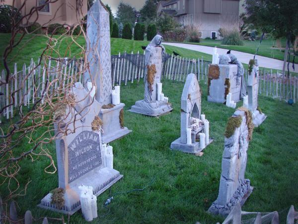 halloween graveyard ideas thread terra 39 s graveyard is. Black Bedroom Furniture Sets. Home Design Ideas